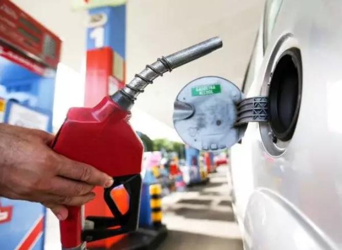 Gasolina foi o combustível que apresentou a maior variação para os motoristas. Valor do diesel registrou variação de 7%, e o etanol de 6,5%( Foto: Marcelo Camargo/Agência Brasil)