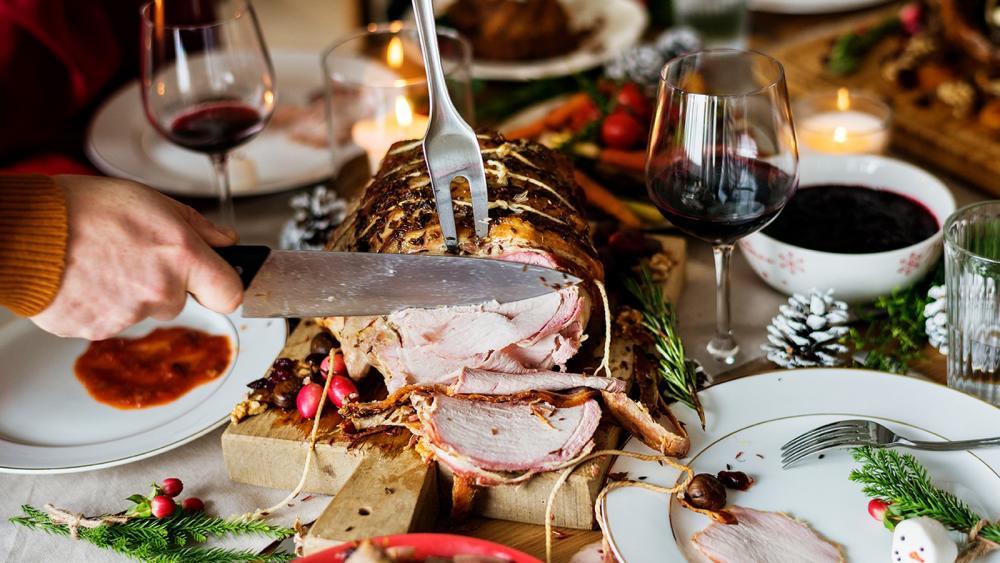 Ceia de Natal é momento em que algumas pessoas podem exagerar na comida — Foto: Centro Europeu