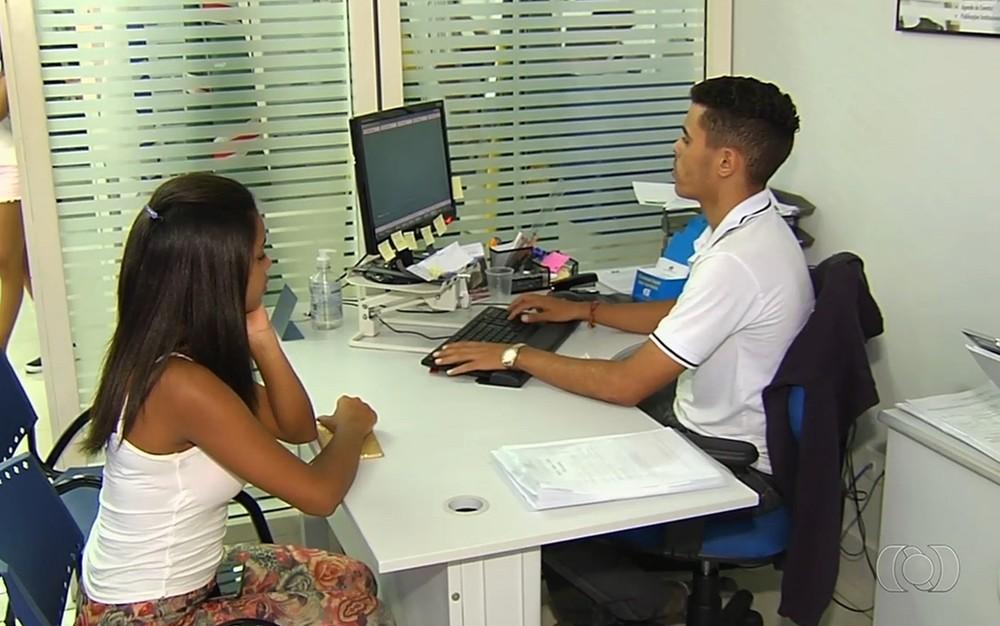 Mais de 1,7 mil vagas de estágio estão disponíveis em Goiás — Foto: Reprodução/TV Anhanguera