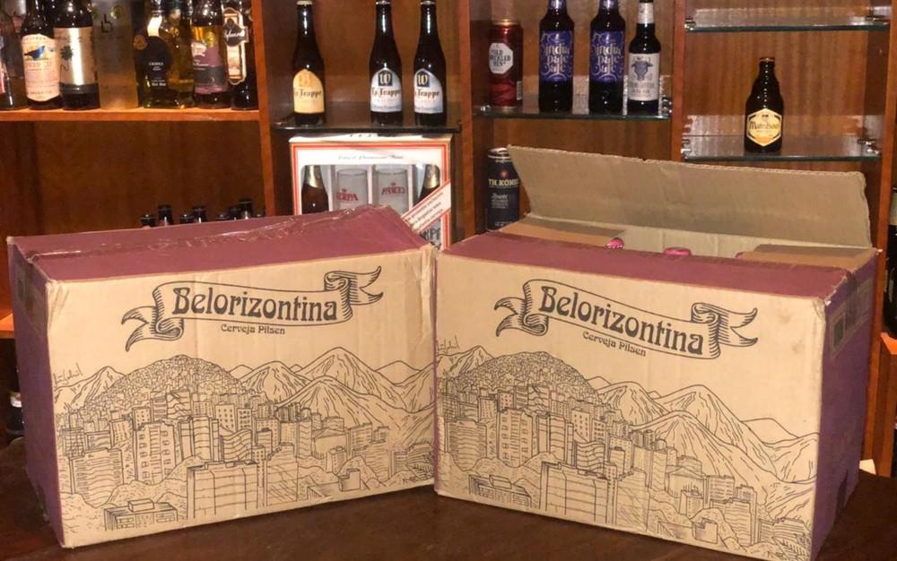 Caixas da Belorizontina separadas para recolhimento no Belgian Dash Pub, em Goiânia — Foto: Wilton Cavaion/Arquivo Pessoal