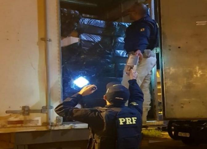 Polícia Rodoviária Federal apreendeu 350 mil cigarros (Foto: PRF/ Divulgação)