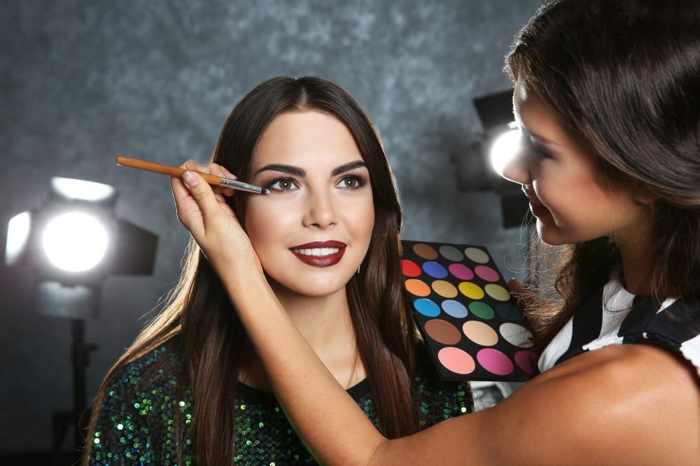 Dia da Mulher: Buriti Shopping promove oficinas de beleza gratuitas