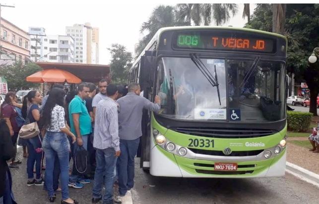 Ônibus vão parar de funcionar a partir de terça-feira, diz RMTC — Foto: Sílvio Túlio/G1