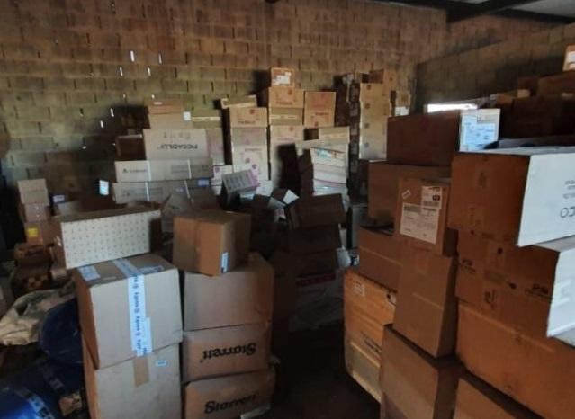 Policiais encontram galpão com carga roubada em Inhumas (Foto: PRF/ Divulgação)