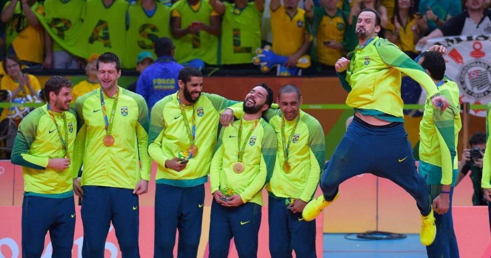 Bicampeão olímpico, Serginho se aposenta do vôlei aos 44 anos